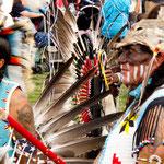 """Die """"Plains Indians"""" zeigten ihre bunten Trachten...."""