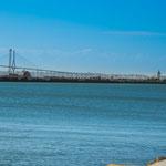 ...die architektonisch wunderschöne Brücke nach Cadiz