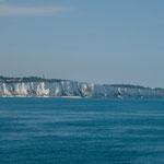 und die berühmten englischen Kreidefelsen - von sehr weit sichtbar