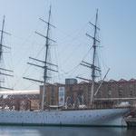Diese wunderschöne Segelschiff wurde in Deutschland gebaut