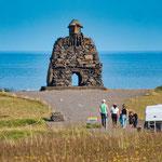 ...ein Steindenkmal für die Wikinger - die hier im Westen zuerst angelandet sind....