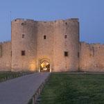...diese Stadtsicherung stammt aus der Zeit als Aigues-Mortes einer der ersten Mittelmeerhafen war...