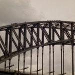 Harbour Bridge kann auf dem oberen Bogen begangen werden