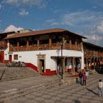 Die Innenstadt von Tapalpa: Häuser wie im Himalaya oder den Alpen....