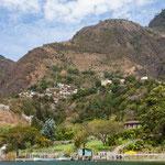 kleine Dörfer hängen an den steilen Bergen.....