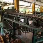 Die nächsten Bilder zeigen Maschinen zur Weiterverarbeitung der Fasern.....