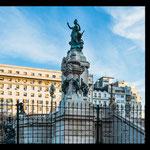 """...hier der """"Plaza de los Dos Congresos"""" mit dem Kongressgebäude..."""
