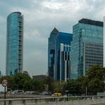 ...dieses höchste Gebäude der Stadt - mit über 300 m...