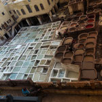 ...Färberviertel: links wird das Leder gegerbt und rechts gefärbt...
