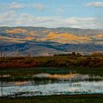 dieses wunderschöne weite Tal wird schon vom kleinen Fluss künstlich bewässert