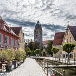 ...mit seiner Altstadt und den Kanälen...
