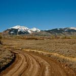 Oben: alpine Vegetation und tolle Berggipfel