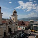 """Die Kathedrale am Plaza """"Parque Céspedes"""" - hier hat Fidel Castro den Sieg der Aufständischen ausgerufen"""