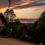 ...und einem alten Bauernhaus.