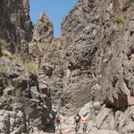 ...und eine wilde Felsenlandschaft...