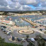 Großer Yachthafen - dank der Nähe zu Lissabon...