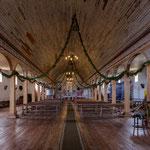 ...die etwas zu groß geratene Kirche von Quinchao.