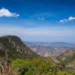 ....der Cerro Apaguaji links - den gilt es zu erklettern.....