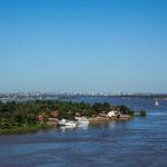 ...Blick auf Asuncion über den großen Rio Paraguay...
