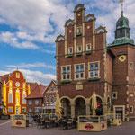 Die farbenfrohe Kirche setzt ein architektonisches highlight in Meppen...