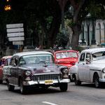 immer noch in der Mehrzahl - Oldtimer in Havanna