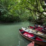 Die Boote für die Höhlenerkundung....