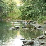 Auch in San Pedro wird am Fluss gewaschen und gebadet....