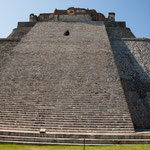 """""""Casa del Adivino"""" (Haus des Zauberers) ist 39 m hoch auf einem ovalen Fundament..."""