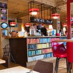 ...ein trendiges Cafe...