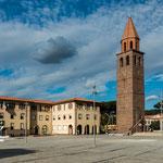 Der Hauptplatz von Carbonia - mit der venizianischen Kirche