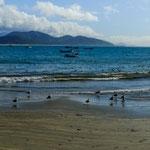 ...diese halbrundförmige Bucht ist ideal zum schwimmen und surfen...