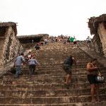 Der Aufstieg zur großen Pyramide.....
