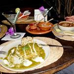 """......gefüllte Paprika und Sosse aus grünen Tomaten im """"Las Girasoles""""."""