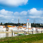 """...das weiße Städtchen bietet Schifftouren in das """"Naturreservat Sadomündung""""..."""