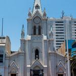 ...die Kathedrale - von aussen eher klein und bescheiden...
