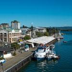 Uferpromenade mit Fischmarkt...