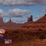 Amerikanische Flaggen mit Indianerköpfen