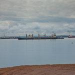....ein ungewohntes Bild - Ozeanschiffe auf einem Binnensee......