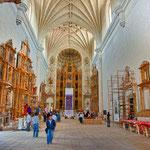 der riesige Innenraum wird immer noch renoviert und ist heute Touristenmagnet