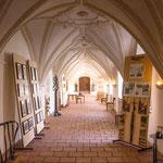 ...diese Innenräume beherbergen eine Ausstellung...