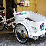 ...das beste Lieferfahrzeug für die engen Altstadtgassen - made in France...