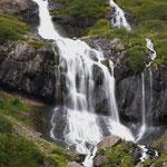 ...der Wasserfall Direkt neben dem Campingplatz...
