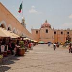 Auch der Zocalo ist eingerahmt von Kirchen.....