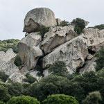 Und immer wieder diese fantastisch geformten Felsen