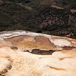 Sinterbecken - das Wasser ist extrem mineralhaltig