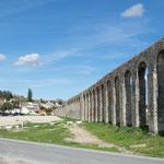 ...dieses Äquadukt stammt nicht von der Römern - wurde 1570 erbaut.