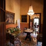 ....eines der vielen tollen Zimmer mit französischem Mobiliar.....