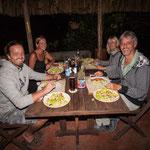 Mit unseren Reisefreunden Simone und Olaf genießen wir Harald´s Schnitzel