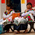 Die Indigenas sind einfach toll gekleidet