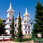 Die weiße Kathedrale ist mit ihrem Baustil etwas besonderes in Mexiko.....